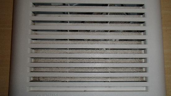 Comfort Suites : Dust filled vent in the bathroom. (at eye level)