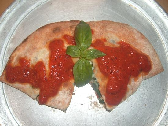 Mike's New York Pizzeria: Calzone
