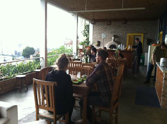Terra Brasilis Hostel: Breakfast area