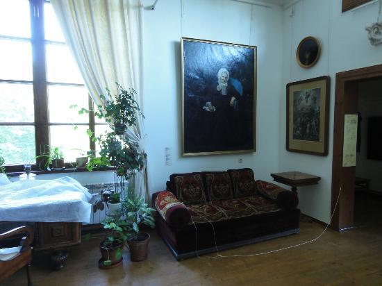 House Museum PP Chistyakov: везде картины