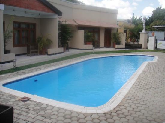 Kitwe, Sambia: Courtyard and Pool