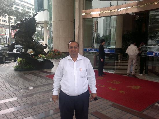 Panglin Hotel: Hotel Enterance