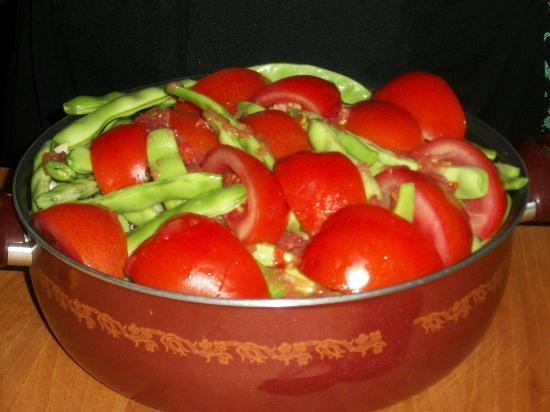 Turkish Flavours: Green beans, tomatoes & onions cooked with olive oi.