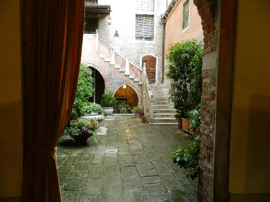 Residence Palazzo Odoni: entering through street door into private area and court yard, with staircase to Palazzo Odoni