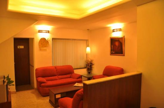 Treebo Angson: Reception Lounge