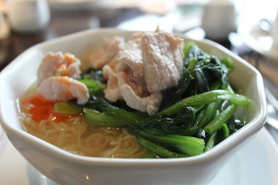 Royal Garden Hotel: The cook to order noodle from buffet brteakfast