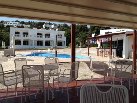 Tony's Beach Studios : dal gazebo della piscina