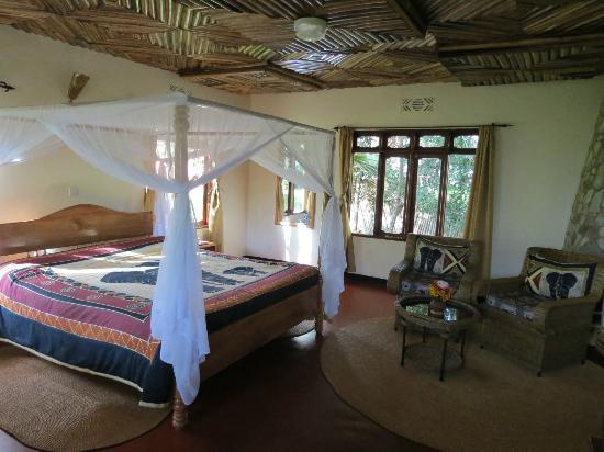 Bougainvillea Safari Lodge: Camera