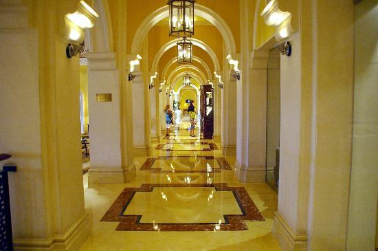 The Ritz-Carlton, Dubai: Lobby
