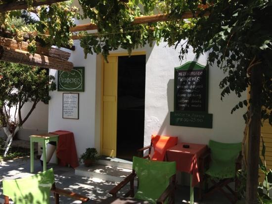 Kafenes: particolare del giardino