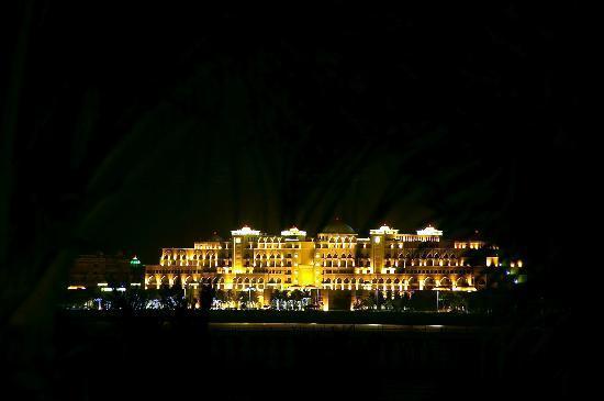 The Ritz-Carlton Dubai: Jumeirah Zabeel Saray vom Ritz Carlton gesehen
