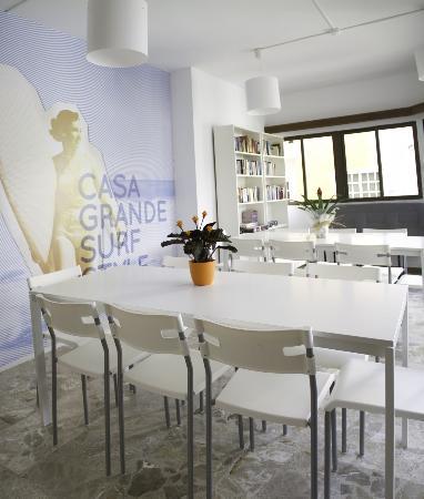 Casa Grande Surf Hostel: Common Room