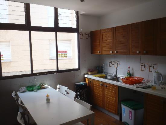Casa Grande Surf Hostel: Kitchen