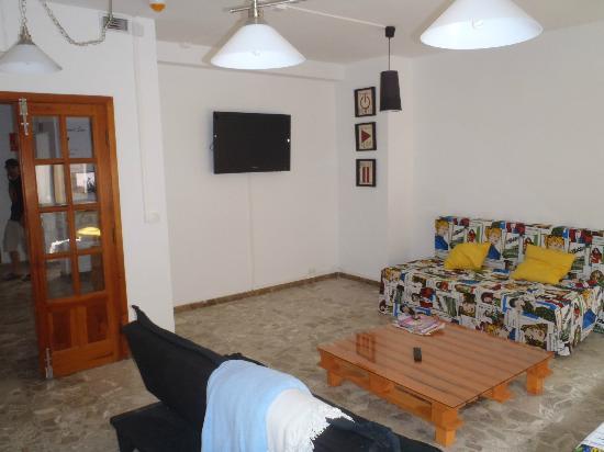 Casa Grande Surf Hostel: Tv Room