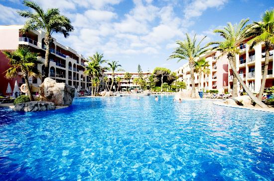 Piscina alcudia pins picture of tui family life alcudia for Piscinas tui