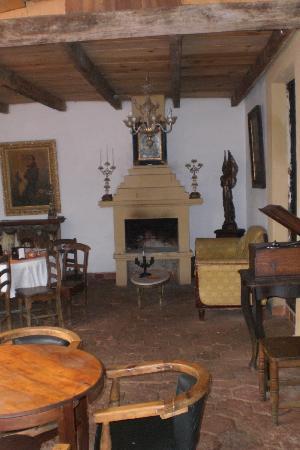 Hotel Hacienda Los Morales: salone con camino
