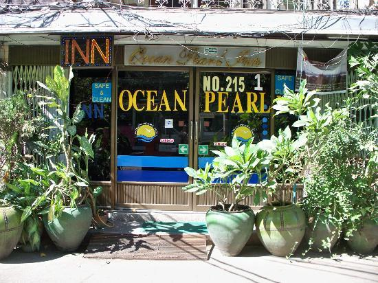 Ocean Pearl Inn: View from the street
