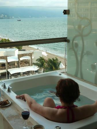 Now Amber Puerto Vallarta: Private spa tub on balcony (Preferred 6th flr). Bliss!