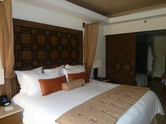 Now Amber Puerto Vallarta: Firm but comfortable bed. Sliding doors for open or private bath area.