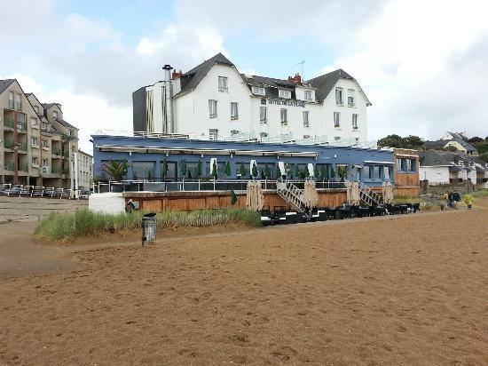 Best Western Hotel De La Plage : View of hotel from the beach