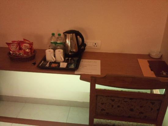 Casa De Goa Boutique Resort: desk