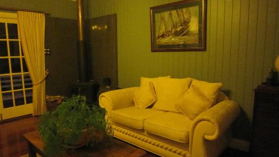 Branell Homestead Bed and Breakfast: living area