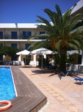 Hotel Danae: chambres et autour piscine