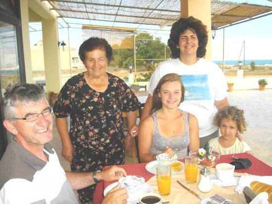 Girogiali: Maria pendant le peitit déjeuné