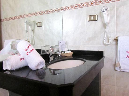 Superior Double Room Bathroom of Hotel Puku Vai