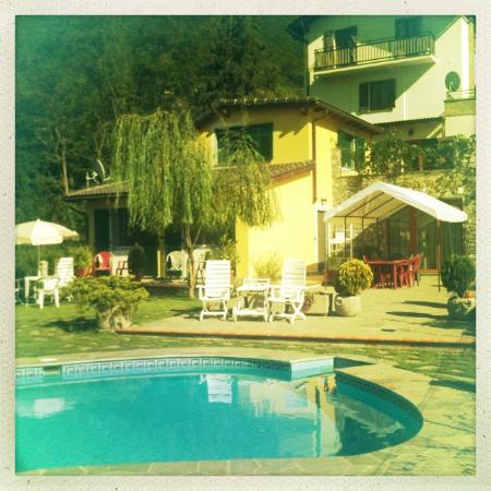 Ca' dei Fre': Blick aufs Hotel, dahinter das Haus der Besitzer