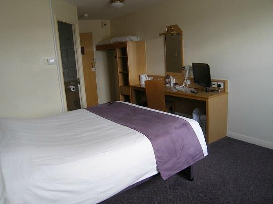 Premier Inn Dudley (Kingswinford) Hotel: Room