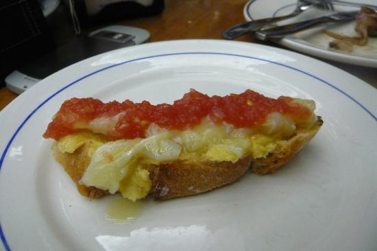 Bocaito: Bruschetta avocado baccalà e pomodoro