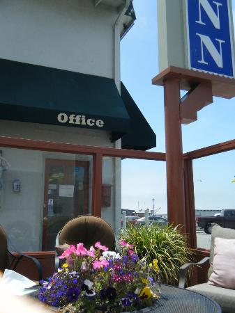 باي فرونت إن آت ذا ووتر فرونوت: Bayfront office 