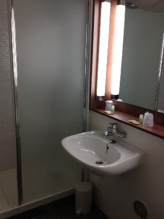 Campanile Annemasse - Genève : salle de bain ng