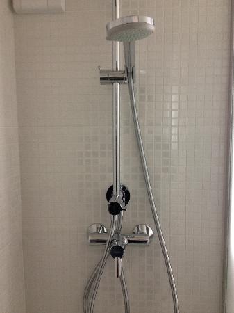 Campanile Annemasse - Genève : salle de bain ng 3