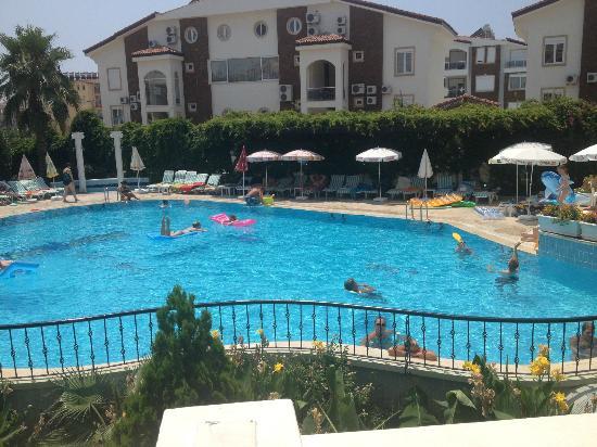Park Side Hotel: pool