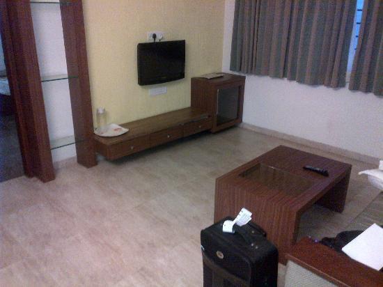 Inland Avenue Service Apartment: Sitting Room