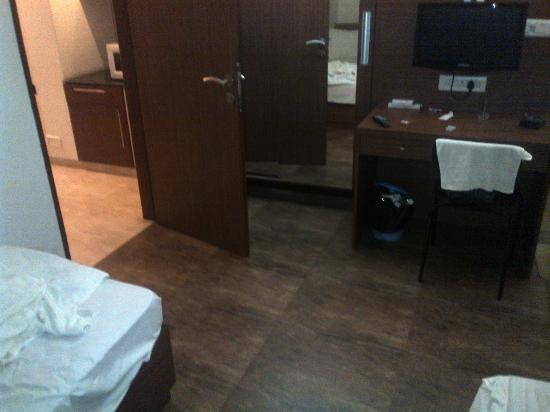 Inland Avenue Service Apartment: Bedroom