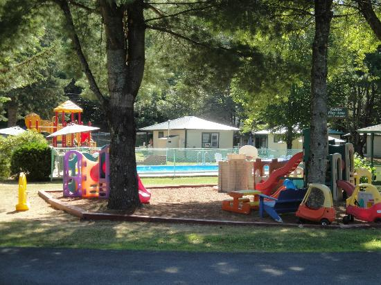 Perry's Motel & Cottages: pool/kiddies area