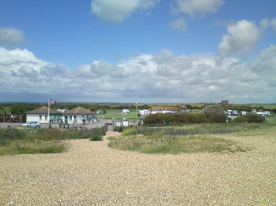 Norman's Bay Camping And Caravanning Club: Camping vu de la plage