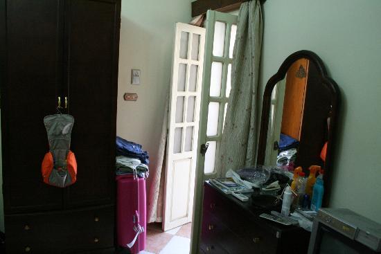 Rotana Palace: Kamer met klein balkon