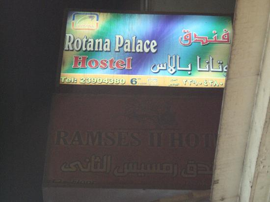 Rotana Palace: Buitenzijde