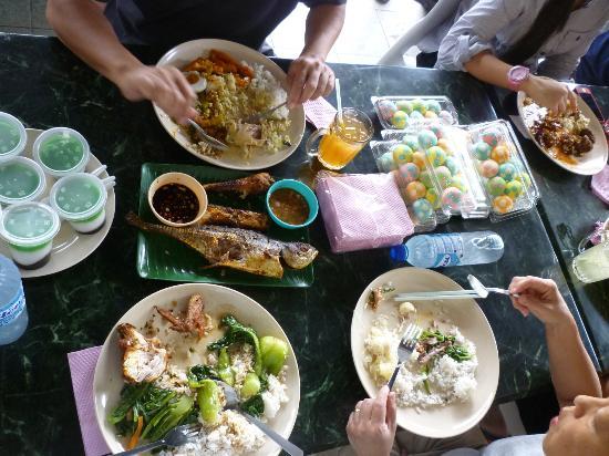 Restoran Bunga Kantan : Yummmm - couldn't walk after!