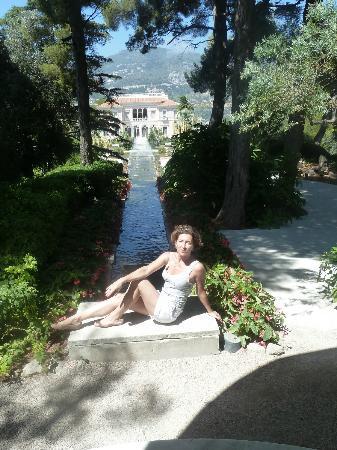 Villa & Jardins Ephrussi de Rothschild : view of the villa from garden