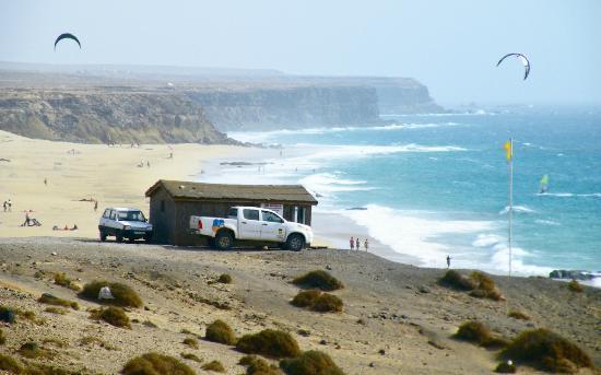 Lagunas y Playa de El Cotillo: El Cotillo surf beach, looking south