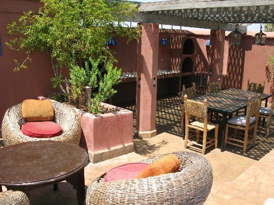 Riad Sekkat: autre espace détente et espace repas avec son barbecue