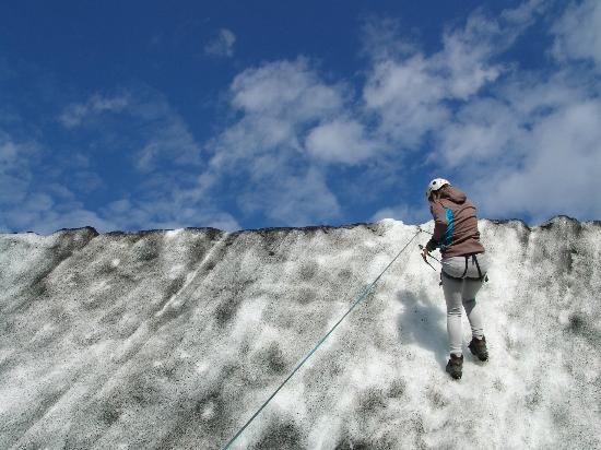 Arcanum Glacier Tours : ice climbing with Arcanum