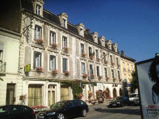 Hotel de Lorraine: View of Front