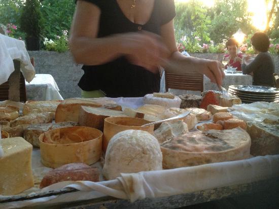 Hotel de Lorraine: Cheese Chariot