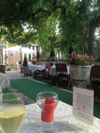 Hotel de Lorraine: Terrace Eating area